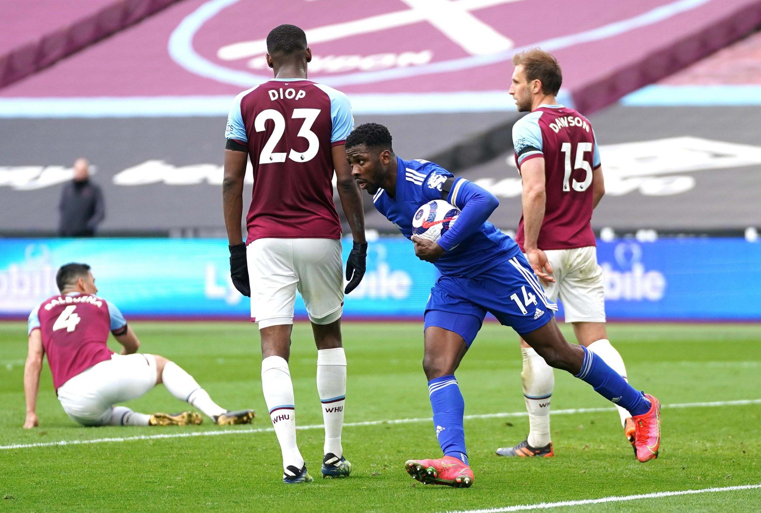 Kelechi Iheanacho's brace not enough for Leicester City