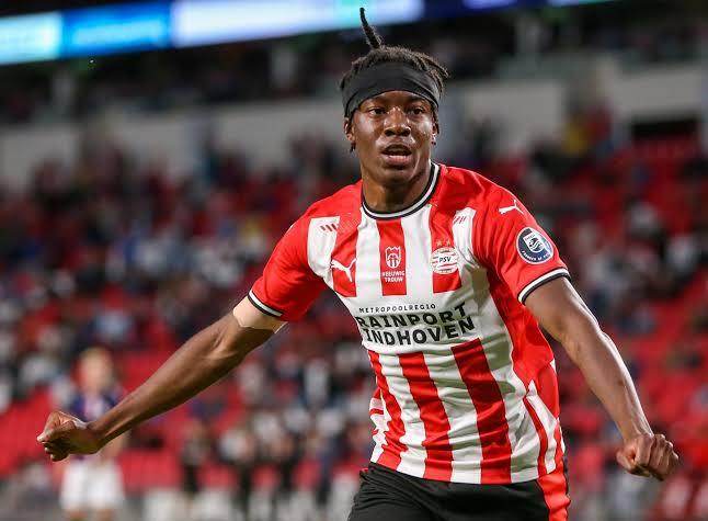 Noni Madueke outshines Jesse Sedikida as PSV humiliate Galatasaray
